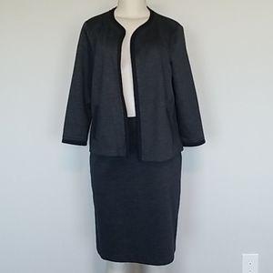 Jones New York navy blue skirt suit-L
